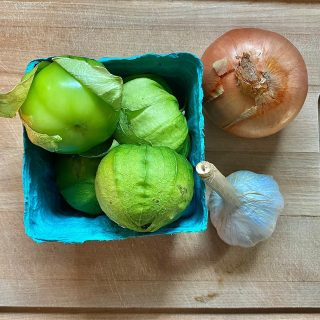 In this week's single shares you'll find a pint of these sweet tomatillos! Also known as Mexican husk tomatoes, these fruit are more than just a green tomato lookalike. Tomatillos are more acidic and denser than tomatoes and add a tangy bite to sauces, braising liquids, and of course, salsas! Check out the link in our bio for an easy tomatillos salsa verde recipe that will be sure to brighten up your meals this week.   To store tomatillos, put them in a paper bag and store in the fridge, where they can keep for 2-3 weeks. Plus, the husks are nature's wrapper - keep them on until ready to use!  Order for next week at cityfresh.org 🍓  #cityfresh #csa #eatlocal #shoplocal